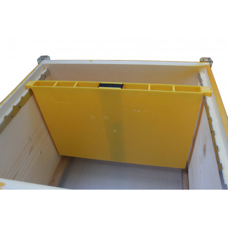In hive feeder