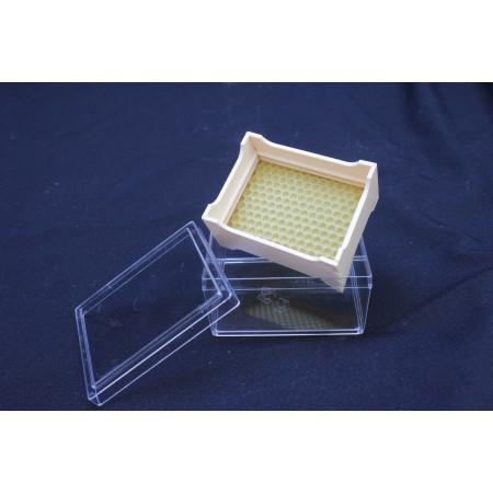 Small plastic comb for comb honey