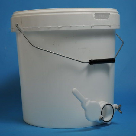 Plastic bucket WITH TAP  25 kg (19 litres)